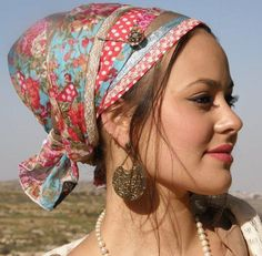 Colourful mitpachat- I love to wear pretty headcoverings