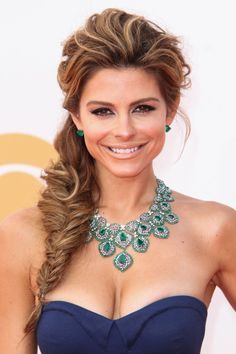 Undone Fishtail Braid - Menounos took the fishtail braid to new heights (literally) with this heavily teased, artfully disheveled side-slung version at the Annual Emmy Awards. Fishtail Braid Wedding, Fishtail Braid Hairstyles, Braided Hairstyles For Wedding, Short Hair Updo, My Hairstyle, Formal Hairstyles, Bride Hairstyles, Cool Hairstyles, Short Hair Styles