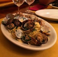 An #italianClassic: #spaghettiAlleVongole! With garlic #clams olive oil... Great #italianFood in la #TrattoriaCaDOroAllaVedova. We had some excellent polpetta too the house speciality linguine al nero di sepia and bacalao with polenta. Very recommended!  #pasta #spaghetti #italianfood #allavedova #trattoriacadoro #trattoria #venice #venezia #italia #food #foodie #foodpic #foodporn #foodstagram #travel #travelgram #foodster