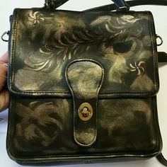 ❤❤Coach purse❤❤ This is an older original coach purse with a beautiful gold accent Coach Bags Shoulder Bags