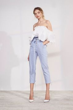 Marissa Webb Resort 2018 Fashion Show Collection: See the complete Marissa Webb Resort 2018 collection. Look 23 Vogue Fashion, Look Fashion, Runway Fashion, Girl Fashion, Fashion Outfits, Fashion Design, Look Street Style, Boutique Fashion, Fashion Show Collection
