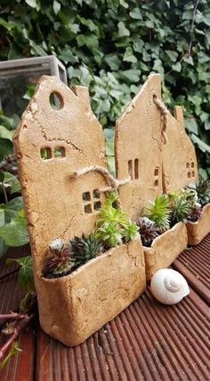 clay pottery Houses with garden / Sellers goods Jolousek, Hand Built Pottery, Slab Pottery, Ceramic Pottery, Pottery Art, Thrown Pottery, Pottery Studio, Clay Houses, Ceramic Houses, Ceramic Clay