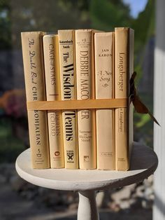 Book Centerpieces, Wedding Centerpieces, Poetry Day, Debbie Macomber, White Books, Fairytale Dress, Anne Of Green, Vintage Books, Staging