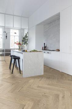 Floorify Unagi PVC Visgraat Vloer 2.25 m2 (1pak) Interior Inspiration, Tiles, Flooring, Kitchen, Furniture, Design, Vinyl Planks, Home Decor, Arsenal