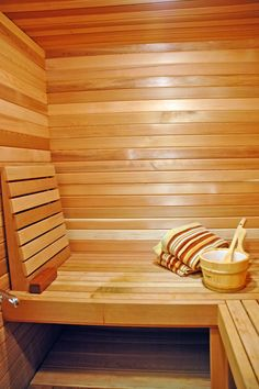 this looks so wonderful, since we are so snowy here! Indoor Sauna, Traditional Saunas, Sauna Room, Home Board, Craftsman Bungalows, Modern Country, Workout Rooms, Hotel Spa, Sauna Ideas