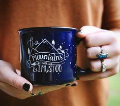 Richiamo della montagna e devo andare tazza di di Rosalynnelove