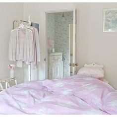 Heading Home to LA by the light of the Full moon.... Thinking pretty thoughts all the way. ( shown, Bella Raspberry ) www.shabbychic.com.