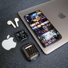 Computer Desk Setup, Gaming Room Setup, High Tech Gadgets, Technology Gadgets, Iphone 11, Apple Iphone, Iphone Cases, Nouvel Iphone, Capas Samsung