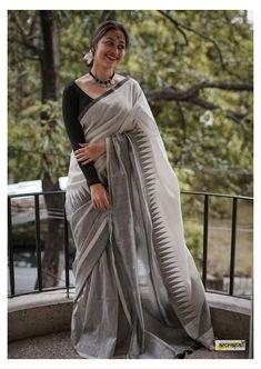 Grey Saree, White Saree Blouse, Black Cotton Saree, Bengal Cotton Sarees, Off White Saree, Cotton Saree Blouse Designs, Blouse Patterns, Jamdani Saree, Onam Saree