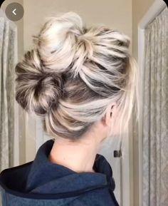 Messy Bun For Short Hair, Bun Hairstyles For Long Hair, Short Hair Messy Bun, Super Easy Hairstyles, Messy Buns, Medium Hair Styles, Curly Hair Styles, Hair Upstyles, Hair Makeup