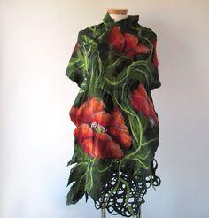 Nuno vilten sjaal papaver sjaal rood groen bloem zijden sjaal zwarte vrouwen sjaal door Galafilc  Deze nuno Gevilte sjaal is gemaakt van zachte