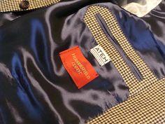 Inside jacket.  Vnitřní kapsa saka.
