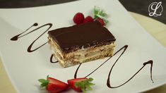 Eclair for all - with our simple eclair cake without baking. He is w Eclair for all – with our simple eclair cake without baking. It is wonderfully delicious filled with pudding and has a delicate chocolate cover. Cake Recipes, Snack Recipes, Dessert Recipes, Snacks, Easy Smoothie Recipes, Chocolate Topping, Eclairs, Fall Desserts, Food Cakes