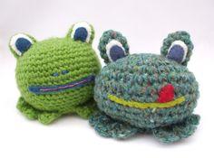 Free cute crochet frog pattern