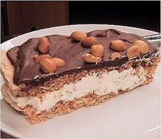 Peanøttkake/ Ritz-kake Norwegian Food, Norwegian Recipes, Low Fodmap, Tiramisu, Cake Recipes, Food And Drink, Baking, Ethnic Recipes, Sweets