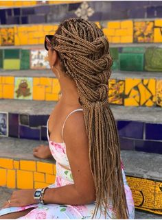 long box braids Box braids are versatile and always look gorgeous. One of the must-have styles are long box braids. These long braids can be a variety of lengths from the bottom of the Short Box Braids, Blonde Box Braids, Black Girl Braids, Cornrows With Box Braids, Box Braids Updo, Black Box Braids, Dread Braids, Afro Braids, Box Braids Hairstyles For Black Women