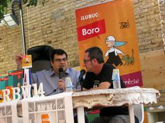Àlvaro Pons parlant de la nostra edició digital dels còmics de #Boro amb l'autor Toni Cabo. #Russafa #Book Weekend 14. @RssfBookWeekend #RBW14. Els podeu descarregar a #Lektu: https://lektu.com/l/ilubuc/der-erste-schultag-primer-dia-danar-a-lescola/640