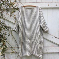 Dieser einfache Schnitt ist eine elegante Ergänzung zu dem Schrank, es ist schmeichelhaft und angenehm zu tragen, hergestellt aus europäischen