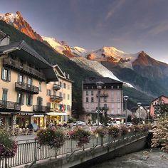 Chamonix France  check out my new blog post on living in Chamonix. Link in bio! #chamonix #chamonixmontblanc #france #montblanc #lespraz #grandmontets #snowskiing #skiing #skiingholiday #snowboarding #vacation #livingabroad #town #natgeo #europe #holiday #travel #adventure