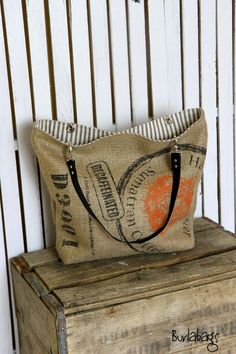 26 Top Coffee Bags With Valve Burlap Projects, Burlap Crafts, Sewing Projects, Burlap Purse, Coffee Bean Sacks, Burlap Coffee Bags, Burlap Sacks, Hessian, Feed Bags