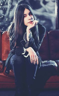 Danielle Androgynous Fashion Tomboy, Danielle Haim, The Strokes, Jenna Coleman, Jane Fonda, Girl Bands, Girl Next Door, Young And Beautiful, Celebs