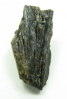 Satterlyite.  Big Fish River, Yukon Territory, Canada Taille=2.5 x 1.7 x 1 cm Copyright Maggie Wilson