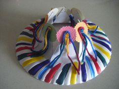 corona de cumpleaños, plato cartón rotuladores, lanas, trozos de cartón