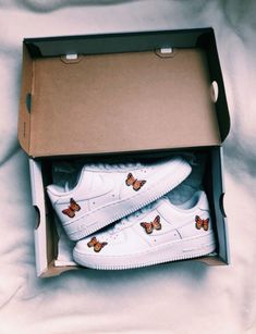 Nike Air Force 1 sneakers / all white sneakers / sneaker lover / sneakers / nike sneakers Dr Shoes, Hype Shoes, Sock Shoes, Vans Shoes, Me Too Shoes, Nike Shoes Air Force, Aesthetic Shoes, Fresh Shoes, Mode Streetwear