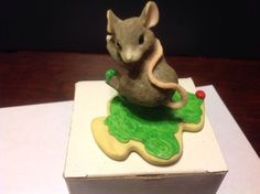 """Charming Tails """"Did I Do That?"""" by Dean Griff 87469 Silvestri - http://collectiblefigurines.net/charming-tails/charming-tails-did-i-do-that-by-dean-griff-87469-silvestri/"""