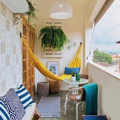 Quem tem uma varanda em casa e ela anda meio esquecida? 🥰 Que tal usar o fim de semana para renová-la: uma rede, algumas plantas... comenta…