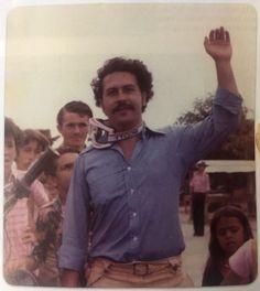 El álbum íntimo de la viuda de Pablo Escobar: desde su noviazgo hasta su exilio en Argentina Pablo Escobar Poster, Pablo Escobar Quotes, Don Pablo Escobar, Pablo Emilio Escobar, Narcos Wallpaper, Rap Wallpaper, Pablo Escobar House, Narcos Escobar, Narcos Pablo