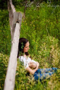 Newborn breastfeeding photo idea. Outdoor, natural light photography. #BellaFotiaDesign