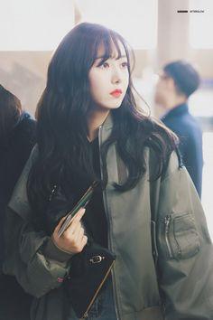Gfriend-SinB 181008 Gimpo Airport to Japan Kpop Girl Groups, Korean Girl Groups, Kpop Girls, Sinb Gfriend, Cute Baby Videos, Fan Picture, G Friend, Korean Celebrities, Celebs