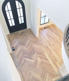 Home Sweet Home How To Lay Herringbone Wood Floors 61 Trendy Ideas House-Painting Tips Style At Home, Planchers En Chevrons, Herringbone Wood Floor, Herringbone Floor Pattern, Wood Floor Pattern, Chevron Floor, Entryway Flooring, Deco Design, Design Design