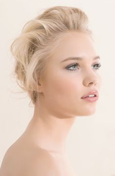 peachy blush wedding make-up. Or for everyday. No reason not to look this awesome everyday. Great look for pale skin! Peach tones are a pale girls best friend!!