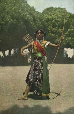 Wayang orang (Human puppet), East Java. Date unknown.