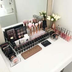 Great Ideas For Makeup Organization, From Cheap DIY Projects For Building A Vanity Or a Bathroom Drawer, To The Loftier Goals and Storage Solutions. These Can Come From The Dollar Store Or Ikea and Work For Storing Your Acrylic Makeup Products In A Cute And Fun Way. Also Great For Travel Ideas.