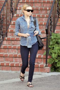 Here are the very best jeans for short girls - click for outfit tips and info you should know before shopping for your next pair of jeans.