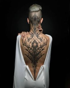 Enjoy body art brilliance with awesome back tattoos for men and women that are masterpieces. The back is one of the most spacious areas for tattoos on the body. If you are looking for the best full-back tattoo idea then this collection is for you. Trendy Tattoos, Sexy Tattoos, Body Art Tattoos, Tatoos, Insane Tattoos, Chicano Tattoos, Unique Tattoos, Small Tattoos, Backpiece Tattoo