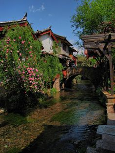 Lijiang Old City in Yunnan Province, China (by mikemellinger).