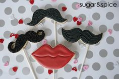 Mustache and lips cookie pops