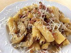 La pasta con carciofi e pancetta è un primo piatto dal gusto deciso. Una ricetta facile da realizzare e da personalizzare secondo i gusti.
