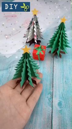 Christmas Tree Paper Craft, Christmas Decorations For Kids, Christmas Origami, Kids Christmas, Holiday Crafts, Christmas Ornaments, Diy Christmas Cards Pop Up, Origami Xmas Tree, Christmas Videos