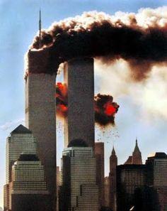 Atentados del 11 de Septiembre de 2001 en Estados Unidos Fueron una serie de atentados terroristas suicidas cometidos aquel día en los Estados Unidos por miembros de la red yihadista Al Qaeda mediante el secuestro de aviones de línea para ser impactados contra varios objetivos y que causaron la muerte a cerca de 3.000 personas y heridas a otras 6.000
