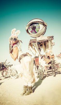 Burning man, is all steam punk or futuristic native american Burning Man 2014, Burning Man Art, Burning Man Fashion, Burning Man Outfits, Mad Max, Steam Punk, Graffiti, Black Rock Desert, Man Page