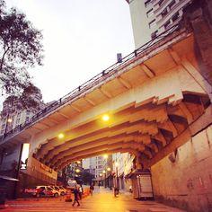 Dias atuais. Viaduto Boa Vista. Sob o viaduto temos a rua General Carneiro que desce em direção ao Parque Dom Pedro II (antiga Várzea do Carmo).