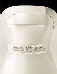 Pronovias presents its CINT.429 wedding dress belt.   Pronovias