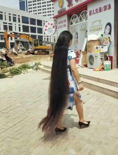 Long Black Hair, Super Long Hair, Layered Cuts, Dream Hair, Female Images, Hair Lengths, Asian Woman, Long Hair Styles, Thick Hair