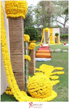 Marigold-Decor for an Indian Wedding. Home Wedding Decorations, Craft Wedding, Garland Wedding, Flower Decorations, Hindu Wedding Ceremony, Wedding Mandap, Wedding Set Up, Wedding Stage, Dream Wedding