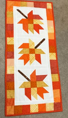 Table Runner And Placemats, Table Runner Pattern, Quilted Table Runners, Beginner Quilt Patterns, Quilting For Beginners, Table Topper Patterns, Painted Barn Quilts, Country Quilts, Fall Quilts